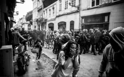 Utilisation de la police par les gouvernements : Violence légitime de l'État ou violences policières ?